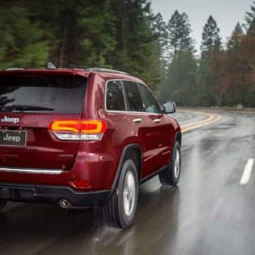 2019-Jeep-Grand-Cherokee-driving-on-rainy-road
