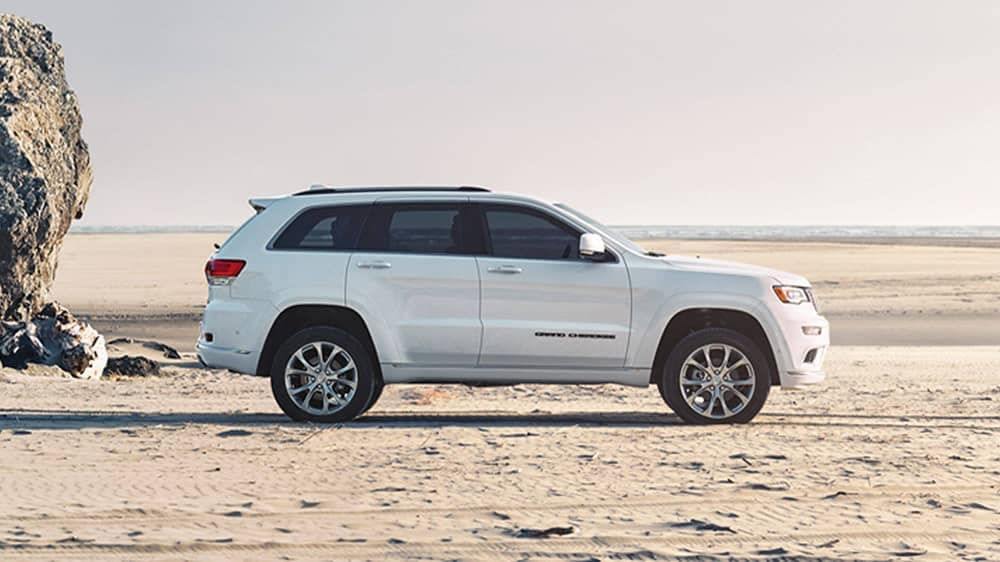 2020 Jeep Grand Cherokee Side View