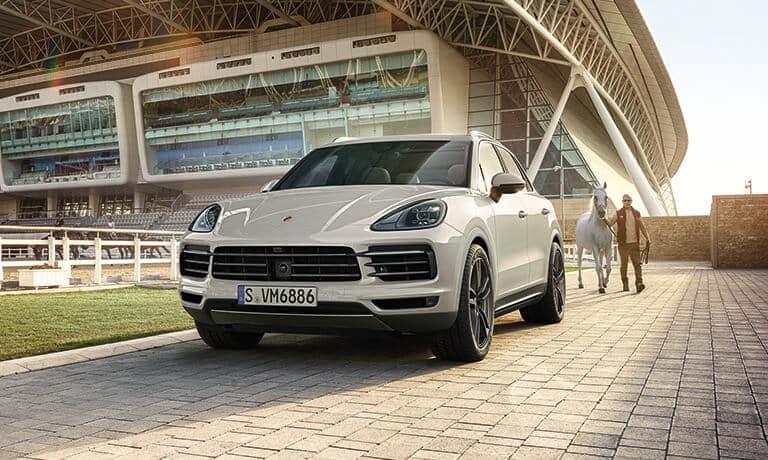 2021 Porsche Cayenne front vuew