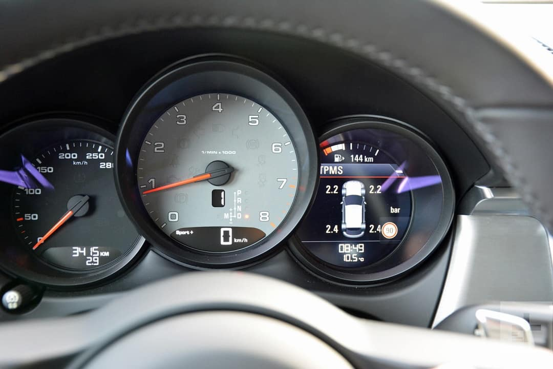 2019 Porsche Macan Gauges View