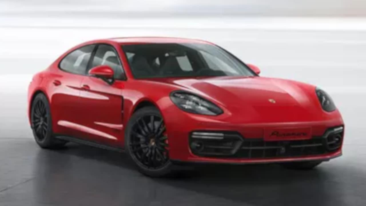 2019 Porsche Panamera Side View Driving