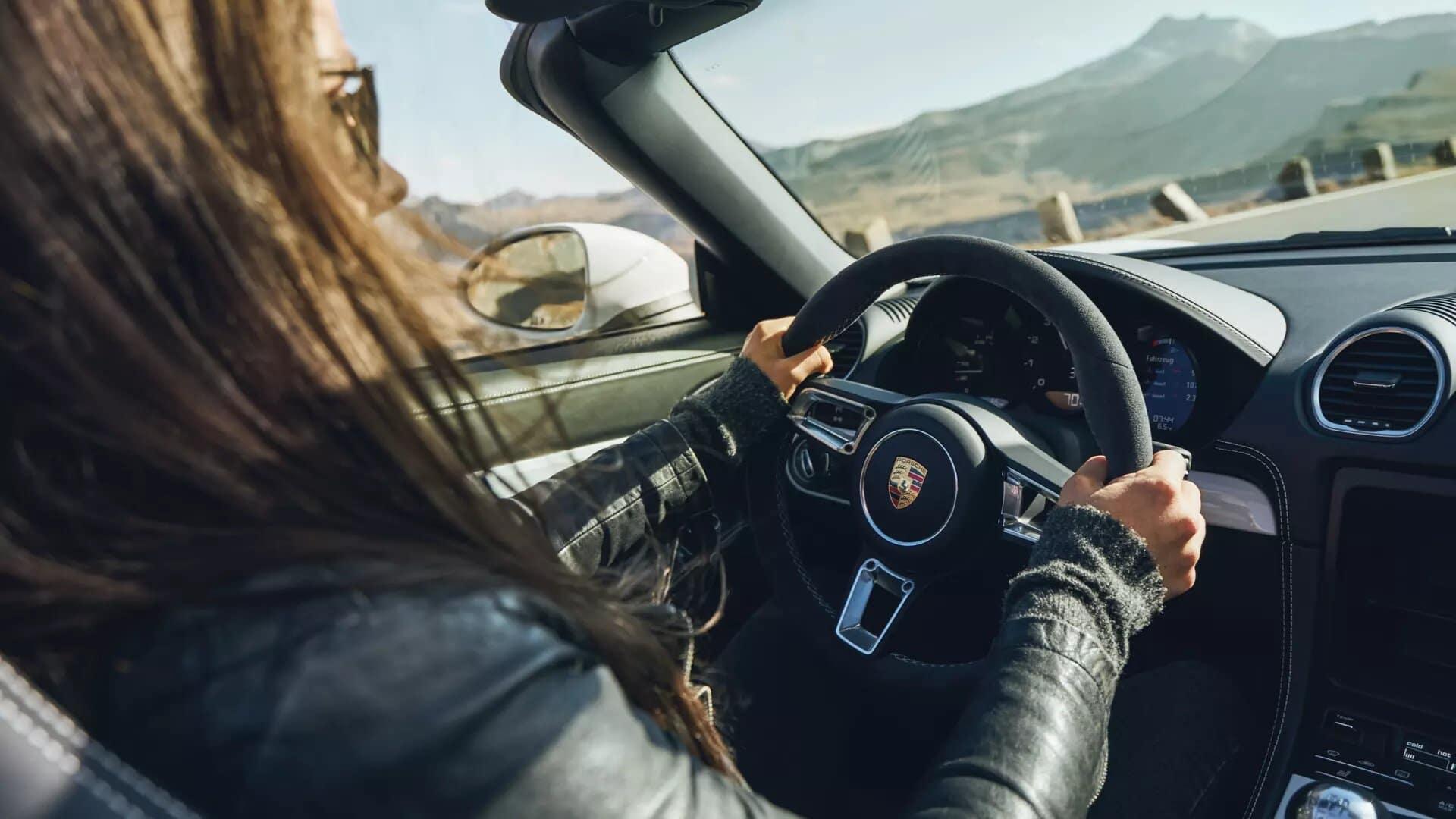 2020 Porsche 718 Spyder Technology