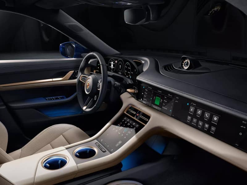 The luxurious interior of the 2020 Porsche Taycan