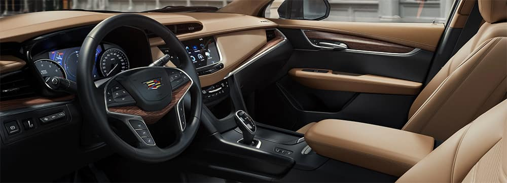 2020 Cadillac XT5 Interior Front Seating and Dashboard Features