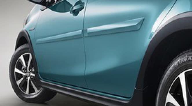 2017 Toyota Prius C Body Side Molding 01F7