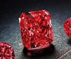 2020 Outlander Red Diamond