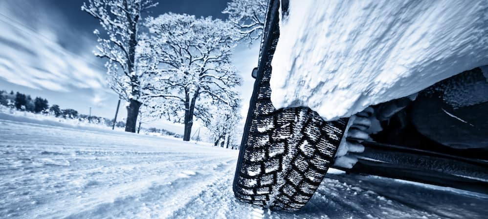 Closeup-of-car-tire-while-driving-in-snow_68151141_xl-2015