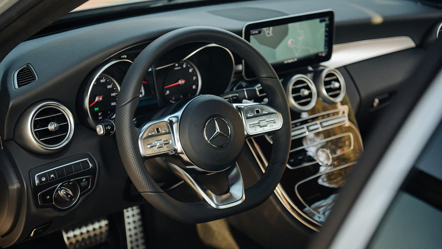 2019-Mercedes-Benz-C-Class-Sedan-dashboard