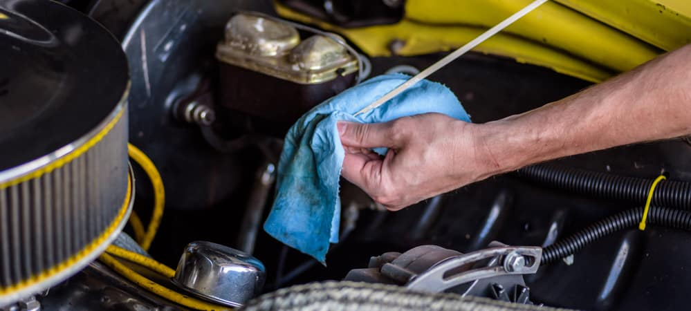 Mechanic cleaning dipstick