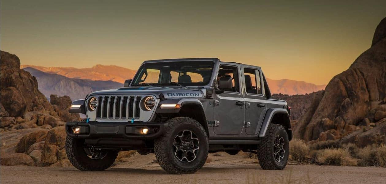 Jeep Wrangler 2020 - towing boat in mountain