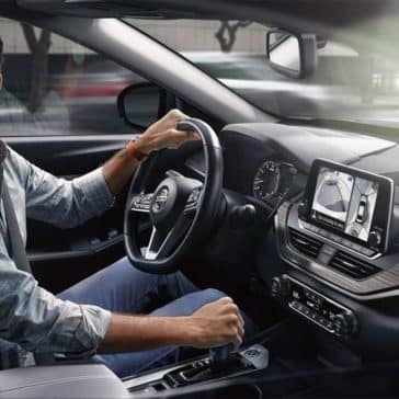 2019-Nissan-Altima-Turning