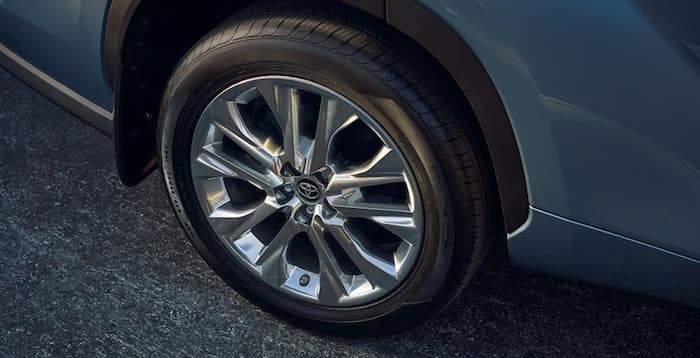 2020 Toyota Highlander 20-in. alloy wheels