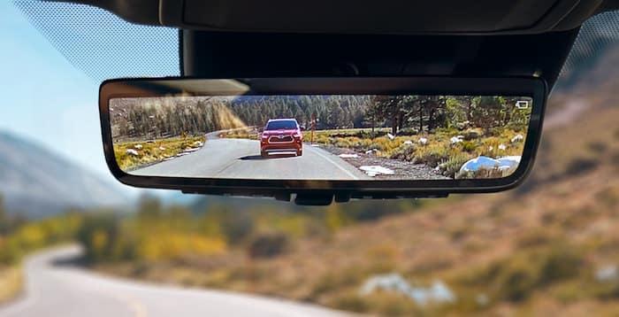 2020 Toyota Highlander digital rearview mirror